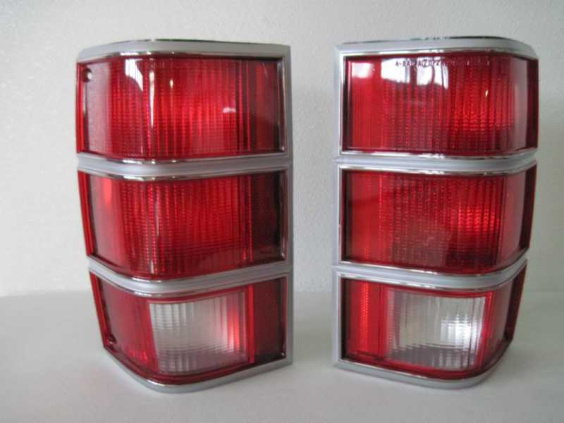 Pair Nos Mint Jeep Mj Comanche Tail-lamps